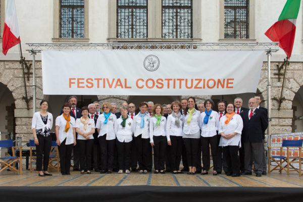 """Festival Costituzione 2014 – I cori """"Giulietta"""" e """"Guarneriano"""""""